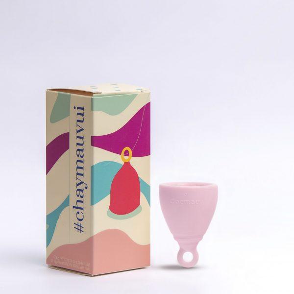 Cốc nguyệt san Cocmau màu hồng bên hộp sản phẩm